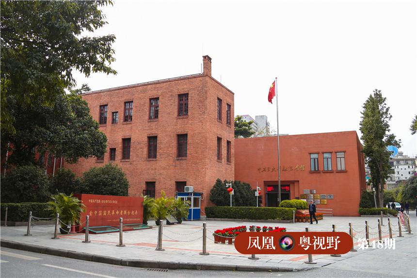 自民国初年起,东山就成了广州城政治、军事、文化集中的地区,1923年6月12日至20日,中国共产党第三次全国代表大会在东山召开,是迄今中国共产党唯一在广州召开的、具有重大历史意义的全国代表大会。图为:中共三大会址纪念馆。