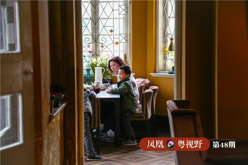 二楼则是文艺十足的咖啡馆,在此处享受下午茶,时刻能感受到一种怀旧的艺术气质。