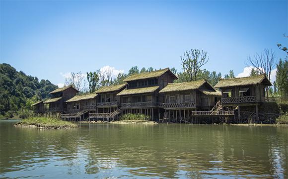 秦溪水边木屋