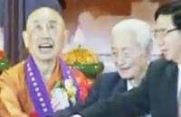 92岁赵朴初亲自护送佛牙舍利巡历香港