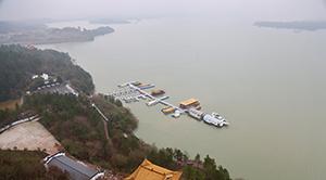 凤凰全媒体行:冬日寻景万佛湖(图)