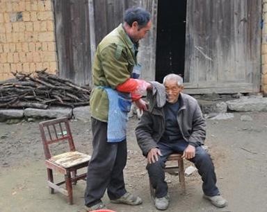 永州:好心邻居30年如一日义务赡养孤寡老人
