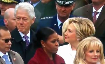 当希拉里发现克林顿偷瞄美女之后