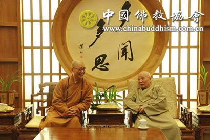 中佛协会长学诚一行节前看望慰问一诚长老、传印长老