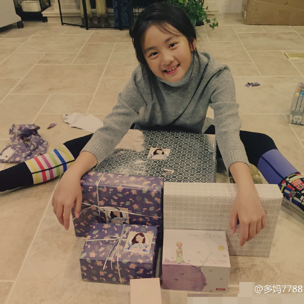 对提前送礼物的粉丝们表示感谢.