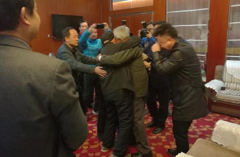 滞留印度54年老兵回家了!与哥哥抱头痛哭 (图)