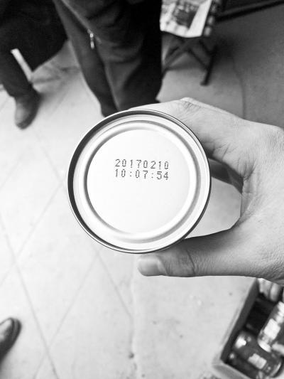 村民不敢喝1月发的福利饮料:生产日期是2月