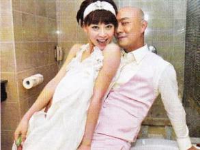 专情!张卫健与妻子无人岛庆生 已相爱18年