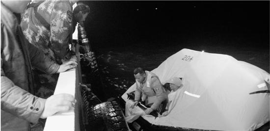 巨轮撞沉一山东渔船后逃逸 19名渔民深夜挤在救生筏