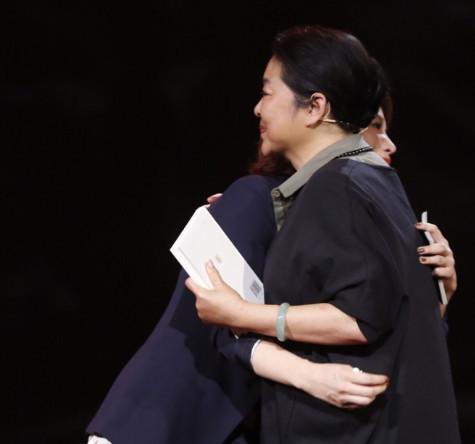 倪萍赞董卿主持好 在节目上为她擦去泪水