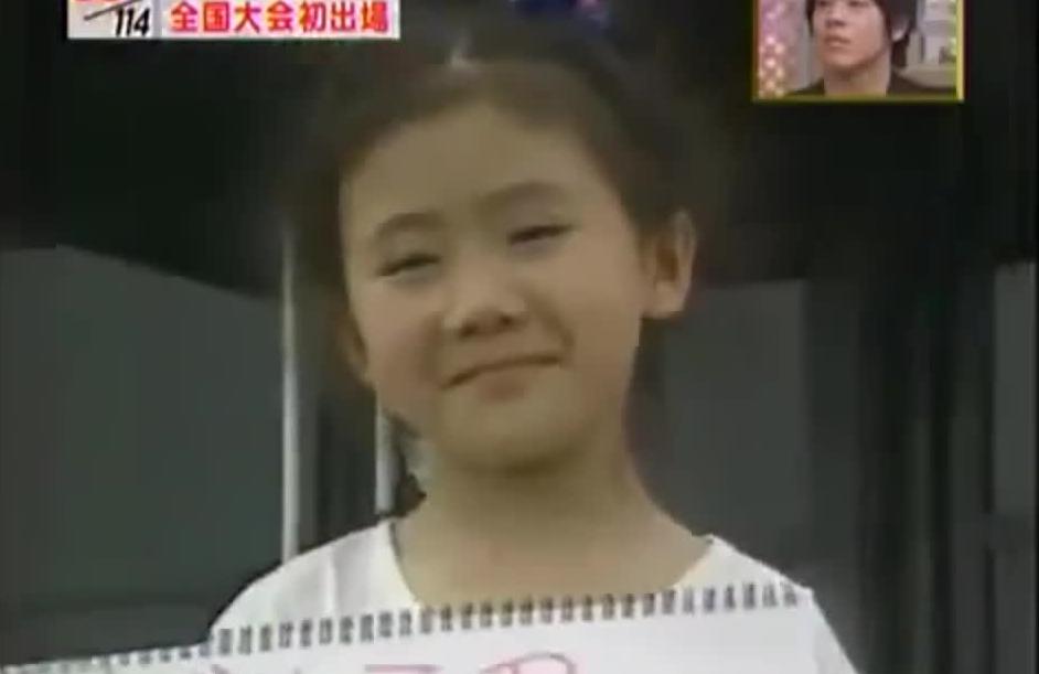 """小时候的福原爱接受采访只会说""""谢谢"""",好可爱哦"""