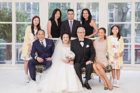 """何润东夫妻撒狗粮 结婚周年与父母""""金婚""""一起过"""