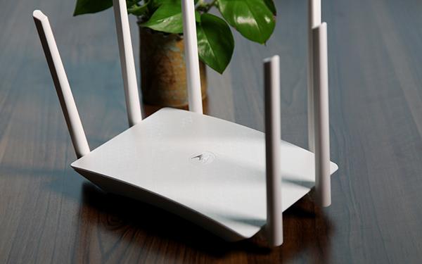 摩托罗拉发布摩路由M2:6根天线支持2.4G/5G 售399元的照片