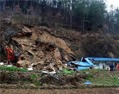 房县突发山体滑坡5人被埋 一对老夫妻不幸遇难