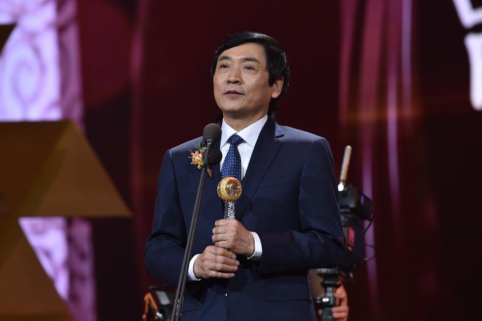 著名儿童文学作家曹文轩获颁华人盛典文化艺术类大奖