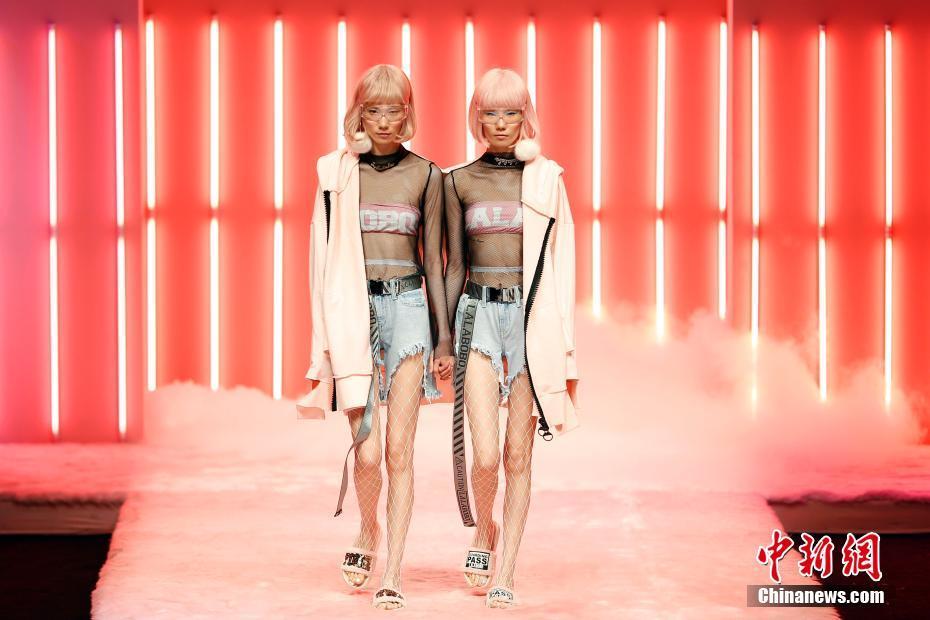 际时装周 迷幻秀场打造 时尚实验室图片