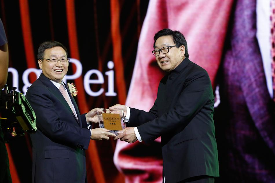 著名华裔建筑大师贝聿铭获颁华人盛典终身成就奖