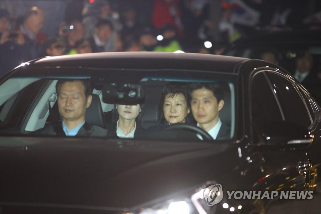 朴槿惠被捕 或被判10年以上监禁 - 雷石梦 - 雷石梦