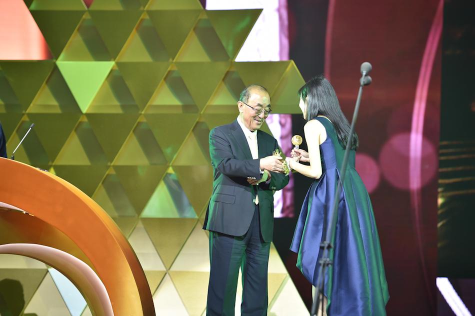 华裔女科学家蓝舒洁获颁华人盛典希望之星大奖
