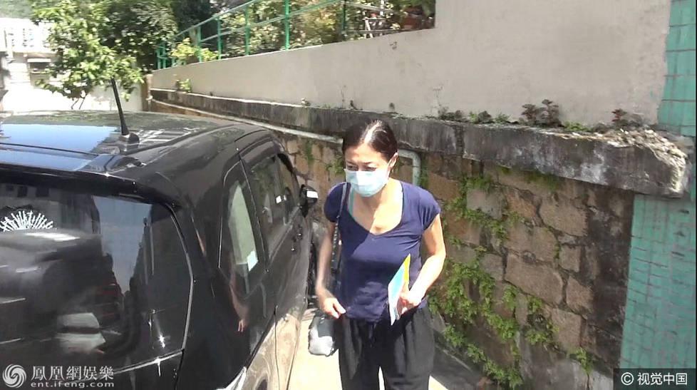 看望女儿?小龙女被曝已回香港 母亲吴绮莉现身医院