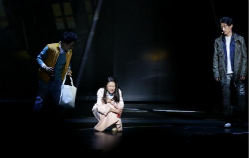 谭维维《阿尔兹》京城首演收官 引观众泪奔感动谢幕