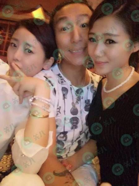 老婆白百何被曝出轨,陈羽凡也在左拥右抱美女…