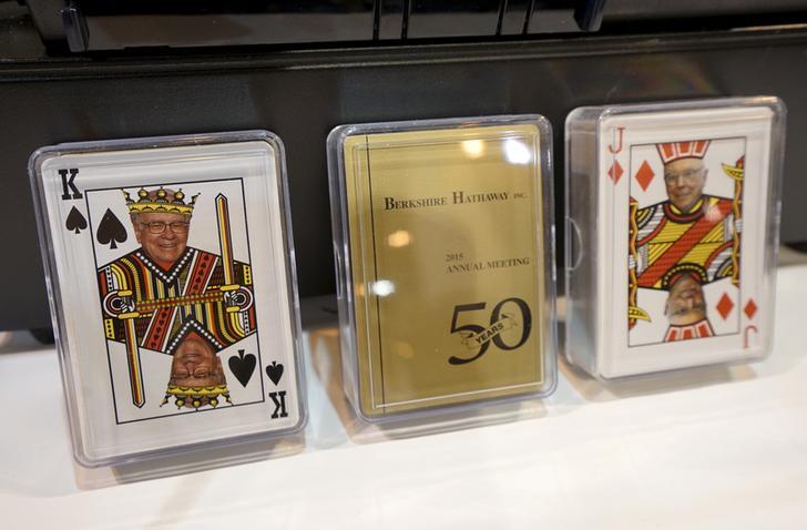 印着巴菲特头像的扑克牌
