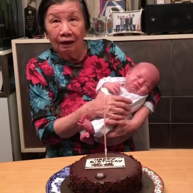 苏永康为妈妈儿子一起庆生,首次透露宝宝名字…