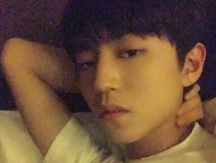 王俊凯发了这张照片之后,让网友直呼睡不着
