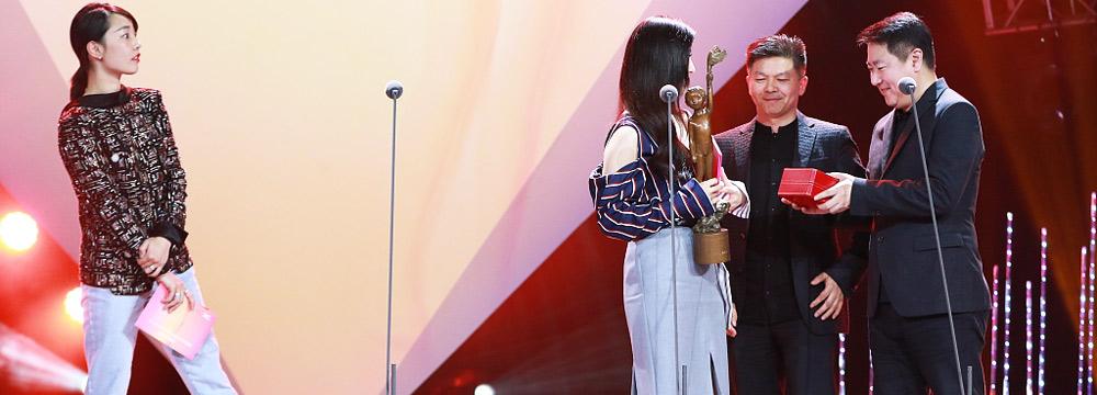 范冰冰凭《我不是潘金莲》再得影后 白百何上台为她颁奖