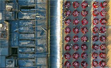 山西600四川籍农民工在工地上聚餐