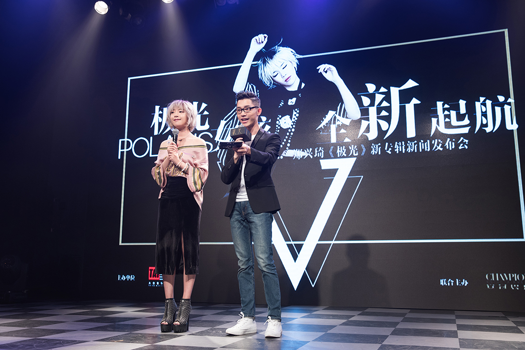 中国梦之声主持�_中国梦之声冠军郑兴琦化身极光女孩 首张个人专辑发布