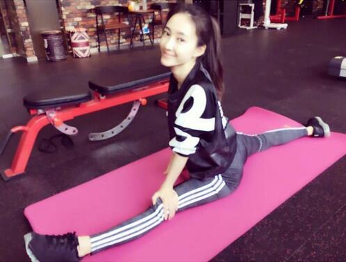 王丽坤健身晒照心情好 开工也要美美哒