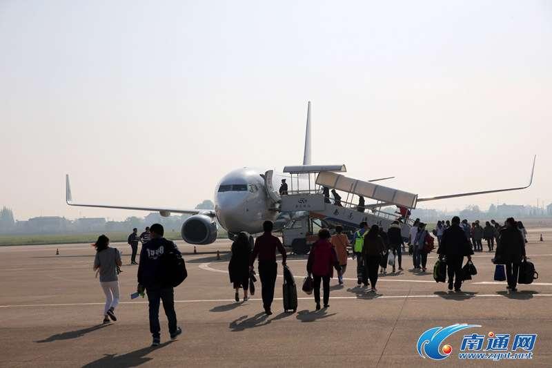 南通机场首架过夜飞机首航成都