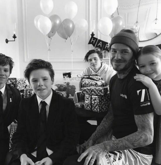 贝克汉姆庆41岁生日 与孩子们的合影亮了(图)