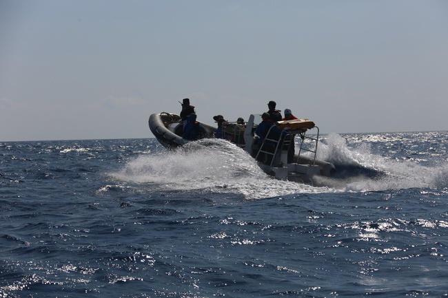 中国万吨海警船现身南海 对15个岛礁登临检查 - 子泳 - 子泳WZ的博客