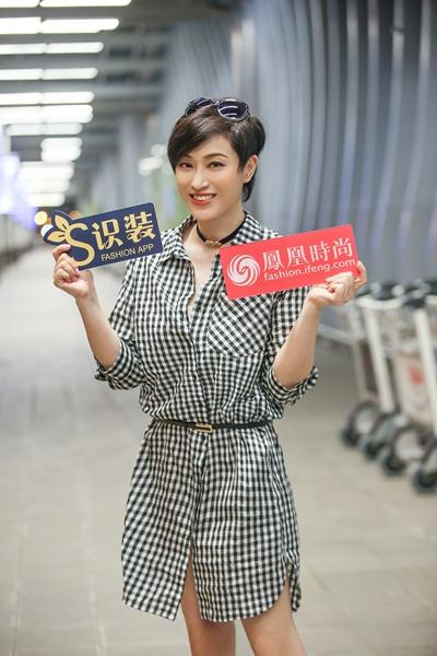 独家街拍:陈法蓉出发戛纳电影节 衬衫裙上身好减龄
