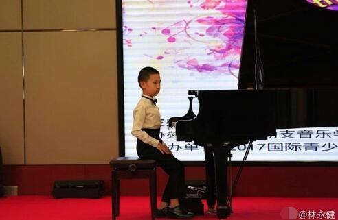 林永健晒儿子比赛的帅照称:紧张地忘按视频开关!