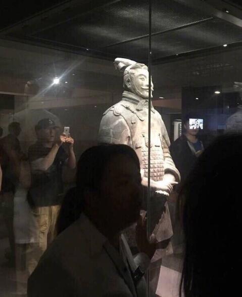 陈冠希参观兵马俑 一人旅游遭众人认错脸