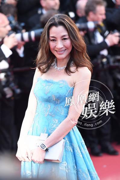 杨紫琼蓝裙现身戛纳 成最抢镜华人明星