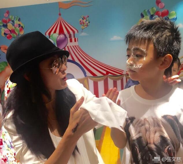 """张柏芝7岁小儿子好贴心 挺身护哥哥替他""""受罚"""""""