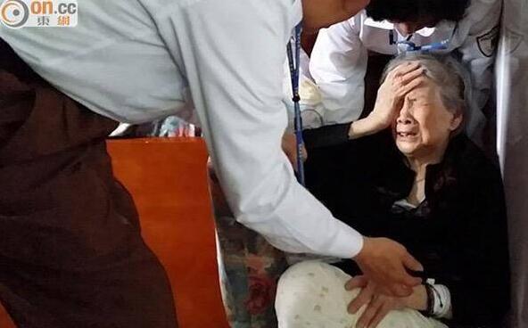 梅艳芳母亲哭穷称路边捡菜 再被申请破产拄拐出庭