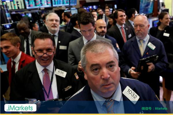 国际油价暴跌5%、美股再创新高、金价上涨(组图)