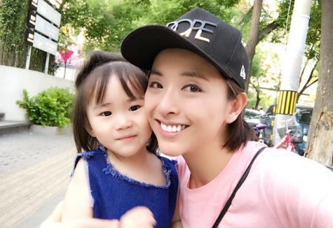 上海迪士尼回应黄小蕾控诉:小孩未达身高标准