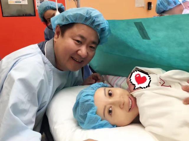 金巧巧晒照宣布喜得爱子 小宝宝重3.5公斤