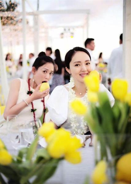 安以轩嫁百亿CEO陈荣炼 陈乔恩在董璇背后咬柠檬