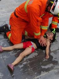 3岁小女孩掉落死亡