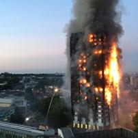视频集:伦敦大火吞噬27层公寓楼
