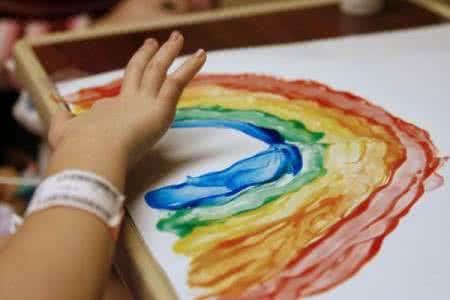 住在色彩王国里的孩子