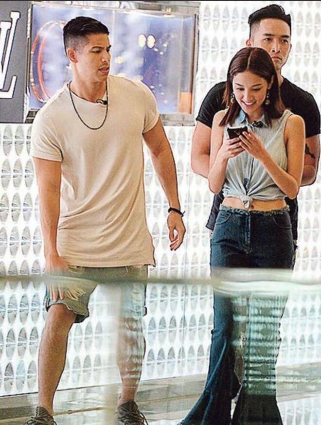 陈凯琳街头拍戏心情好 男友郑嘉颖回港为其庆生